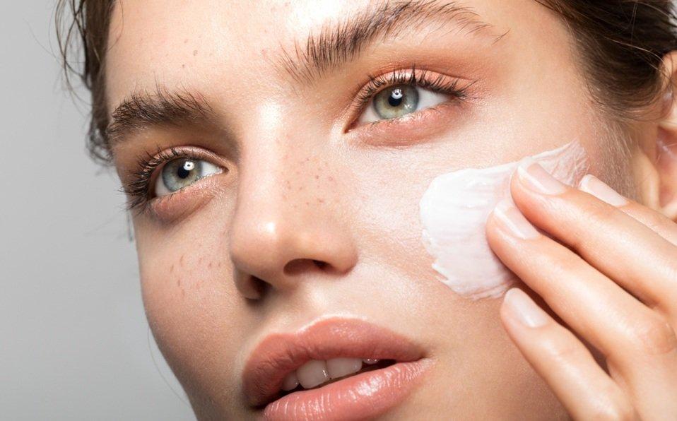 Idratare la pelle grassa: 4 consigli che non conoscevi